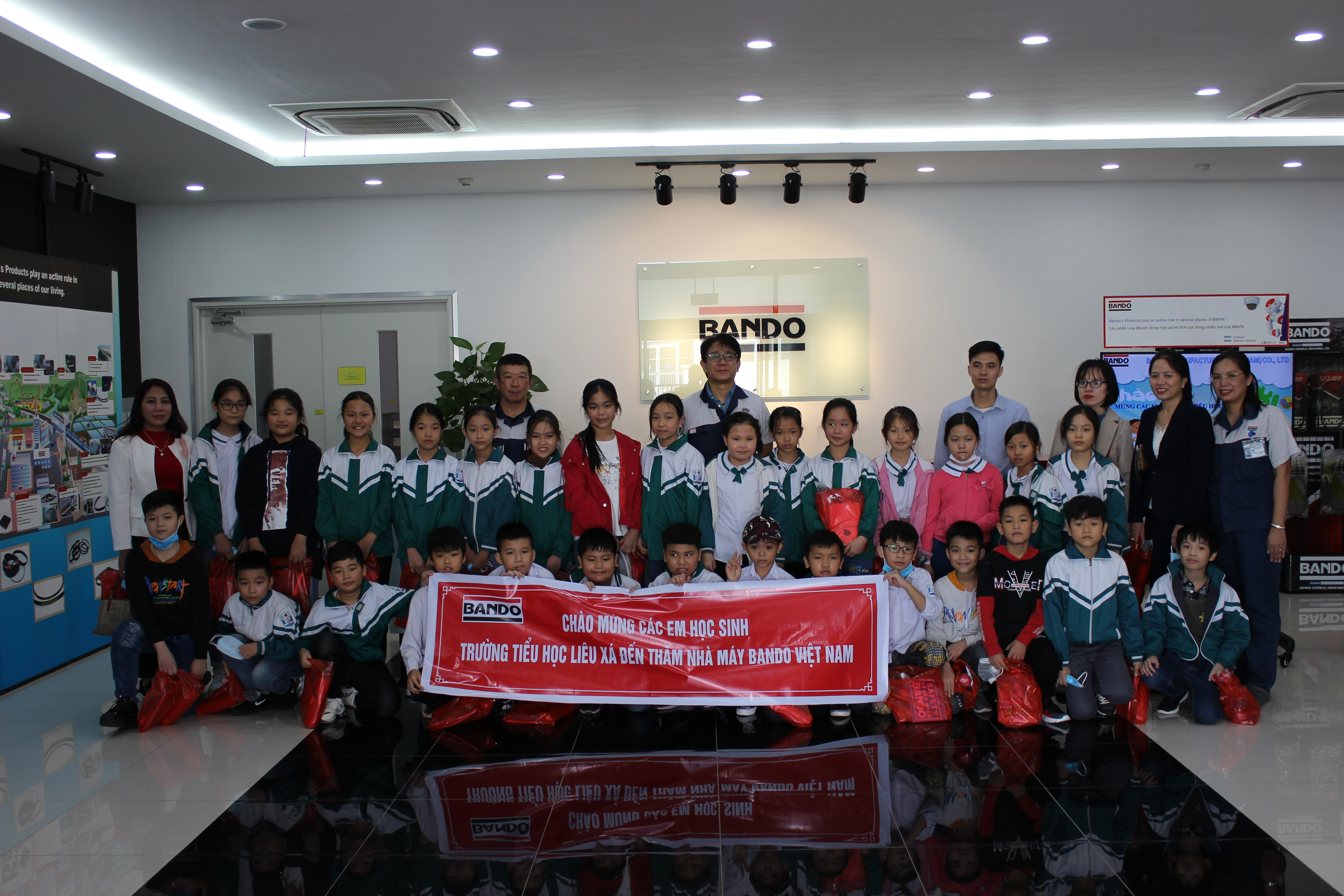 The students of Lieu Xa primary school came to visit BMVN factory - Nov 14, 2020